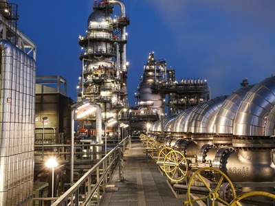 Hammad says perfect time to invest in Pakistan's oil refining sector