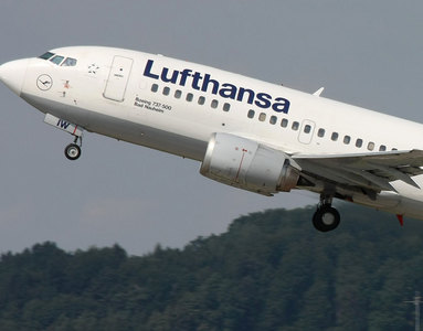 Lufthansa flies into another quarterly loss
