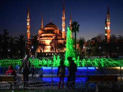 Prospects fading, Turkey hopes lockdown rescues tourism season