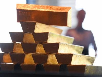 Gold rises as US dollar, Treasury yields retreat