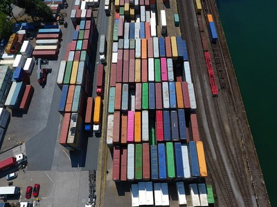 US trade deficit hits a record high amid pent-up demand