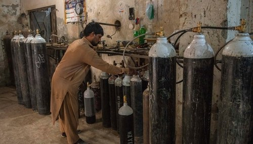 SC directs govt to fix price of oxygen cylinders in two days