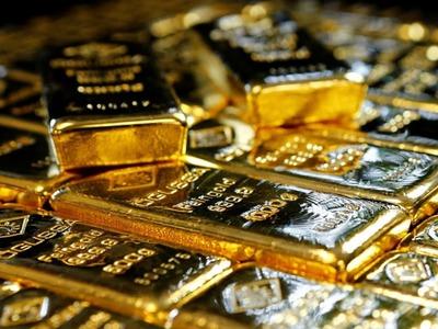 Gold gains as US dollar, bond yields pull back; BoE eyed