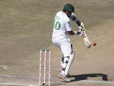 Abid bats on but Pakistan lose three wickets in Zimbabwe