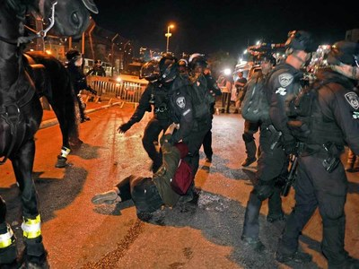 Pope urges end to clashes in Jerusalem