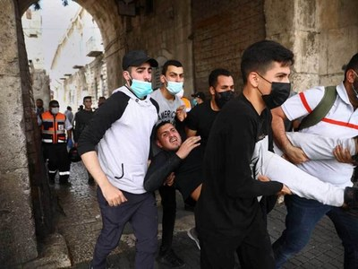 Hundreds hurt in Jerusalem clashes between Israelis, Palestinians