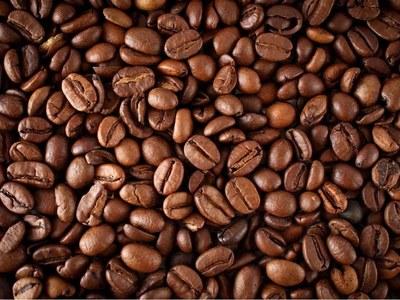 Arabica coffee slips, raw sugar up