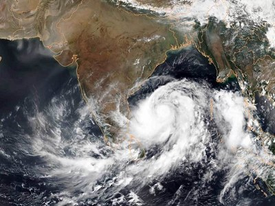 33 dead, dozens missing as cyclone batters India