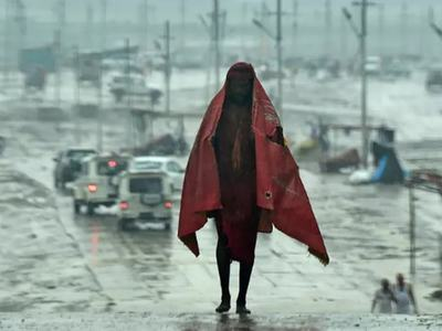 New India cyclone warning as death toll rises