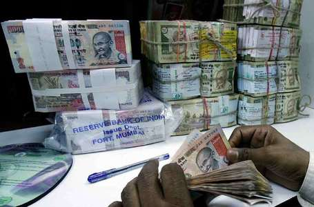 India 10-year bond yield poised for 5th weekly fall; rupee gains