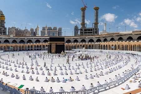 Saudi Arabia allows 60,000 pilgrims, including Pakistanis to perform Hajj