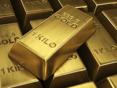 Gold slips on robust US data, rising yields