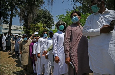 Pakistan opens walk-in vaccination for ages 30, above