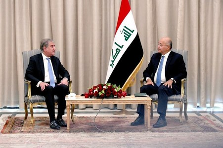 Qureshi discusses areas of mutual cooperation with Iraqi president