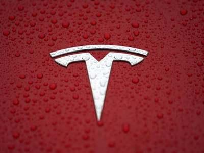 Tesla recalls 6,000 US vehicles