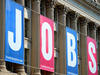 New US jobless claims drop below 400,000, first time since pandemic