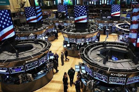 US stocks fall despite strong economic data