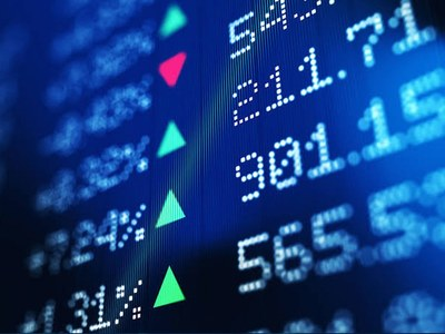 Banks drag FTSE 100 down; airline shares lower on travel restrictions