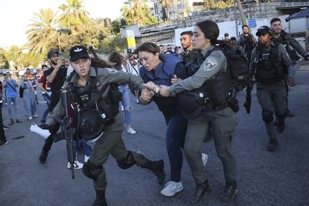 Al Jazeera journalist arrested by Israeli police in East Jerusalem