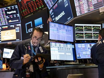 US stocks start week flat, S&P nears record