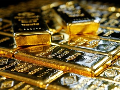 Gold slips in NY