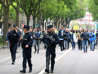 Partying youths defy Paris police for third night running