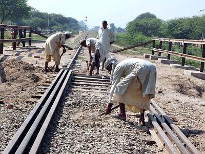 Orangi to City Station: Chairman Railways examines KCR track