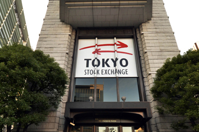 Japanese shares fall on tech sell-off as Fed signals earlier rate hikes