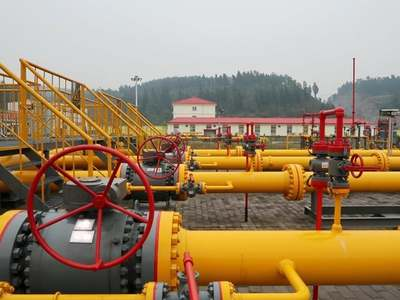 US natural gas futures slip on forecasts for lower demand