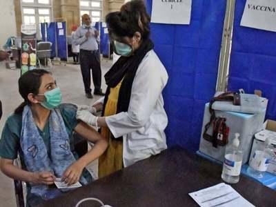 Vaccination resumes in Karachi
