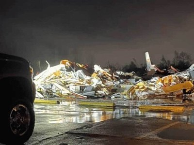 Tornado kills one, wounds others near Montreal