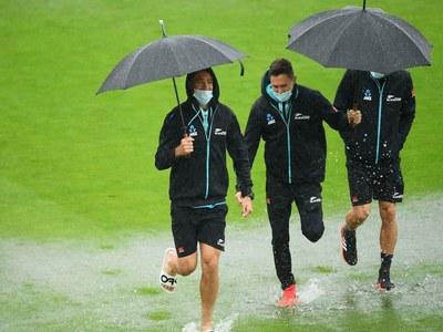 Rain delays day five start in WTC final