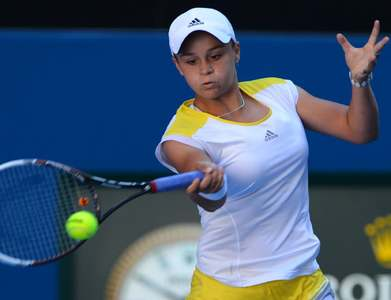 Barty turns on style in opening win over Suarez Navarro