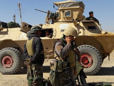 US commander warns Taliban to stop Afghan offensive or face air strikes