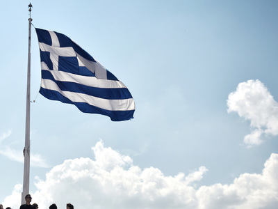 Greece sells 6-month T-bills, yield drops to -0.39%
