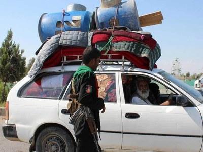 Families flee as Taliban seize key Kandahar district
