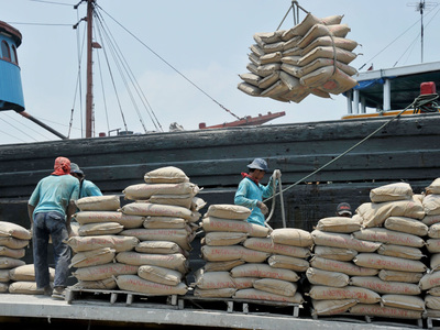 Cement hauling new highs