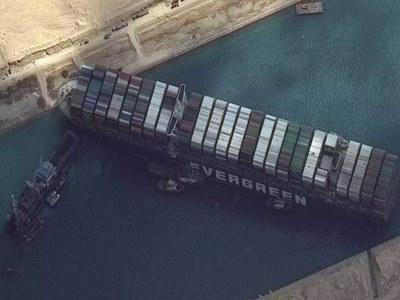 Record revenues flow from Suez despite megaship blockage