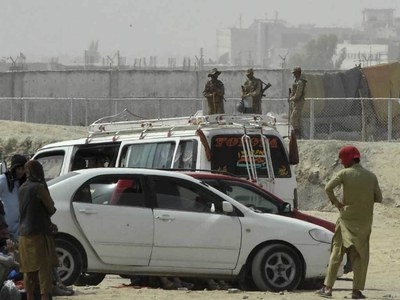 Pakistan guards use tear gas to disperse crowd at Chaman border