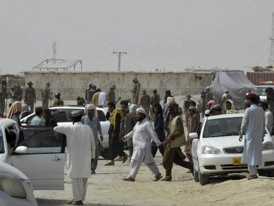 Pakistan partially reopens Chaman border, allows Afghans to cross over