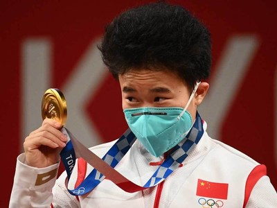 China's Hou wins first weightlifting gold of Tokyo 2020