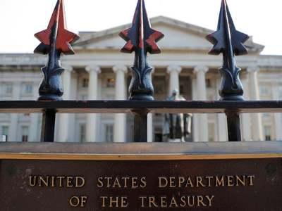 US Treasury yields edge up