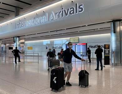 After $4 billion in losses, Heathrow tells UK to open up travel
