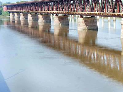 Rivers Jhelum, Chenab may run furious between 28th and 30th