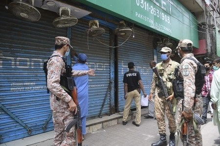 'Complete lockdown' under consideration in Sindh's major cities