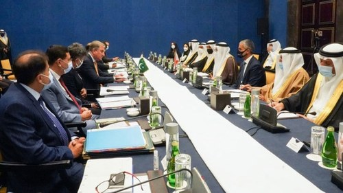 Pakistan wants greater economic ties with Bahrain, says Qureshi