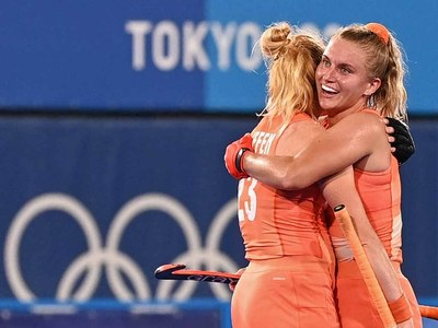 Netherlands reaches women's finals with 5-1 win over Britain