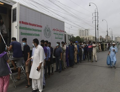Threats of cellphone blocks, work bans boost Pakistan's vaccination rate