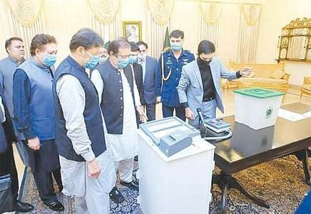 PM Imran inspects EVM, hopeful election results will now be accepted by all contestants