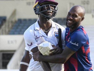 West Indies clinch one-wicket win as Pakistan see chances slip away